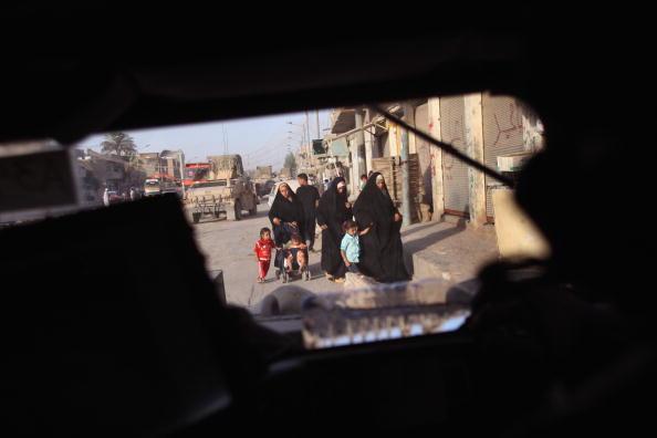 Civilian「US Troops Patrol Restive Areas Of Baghdad」:写真・画像(8)[壁紙.com]