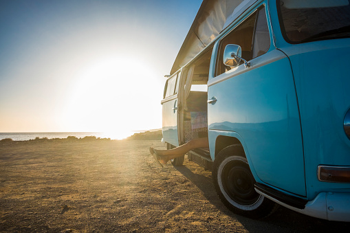 Leg「Spain, Tenerife, van parked at seaside at sunset」:スマホ壁紙(4)