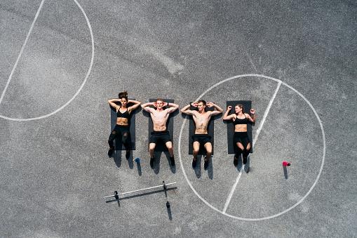 若い女性「Group of young people in good shape, training on a sportsfield」:スマホ壁紙(16)