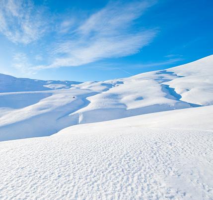 Ski Slope「High Mountain Landscape in Sunny Day」:スマホ壁紙(12)