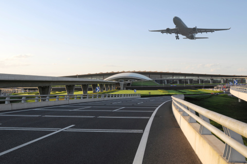 Dirt Road「Airport and Airplane Taking Off  - XLarge」:スマホ壁紙(3)
