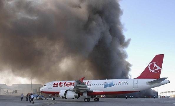 Stringer「Instanbul Airport Engulfed In Major Fire」:写真・画像(7)[壁紙.com]