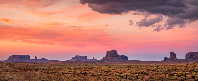 North America「red sunset in Monument Valley. Arizona. USA」:スマホ壁紙(9)