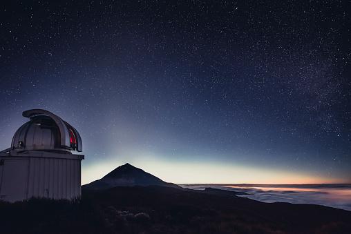 Volcano「Spain, Canary Islands, Tenerife, Teide observatory at night」:スマホ壁紙(17)