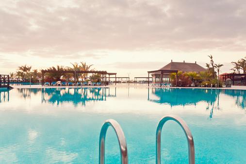 Deck Chair「Spain, Canary Islands, La Palma, Fuencaliente, swimmingpool of a hotel」:スマホ壁紙(4)