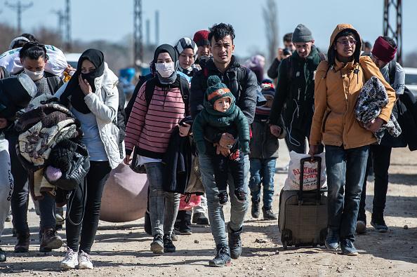 Greece「Migrants Continue To Wait At The Turkish Greek Border」:写真・画像(6)[壁紙.com]
