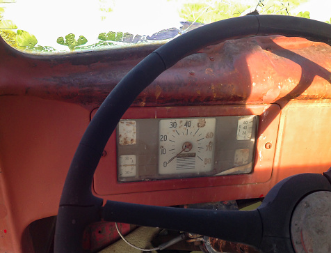 Zero「Dashboard of a vintage pick-up truck」:スマホ壁紙(1)