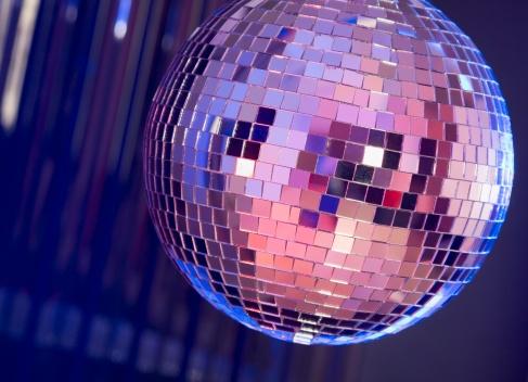 Spinning「A dance club mirror ball」:スマホ壁紙(19)