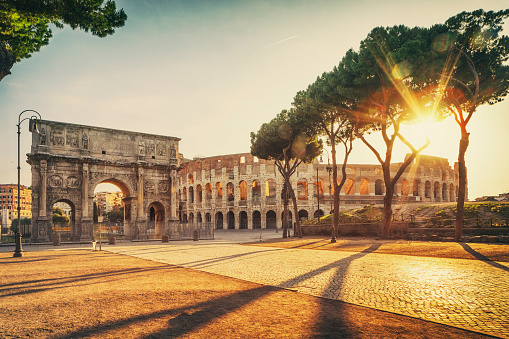 Ancient Rome「The Arch of Constantine and Colosseum in Rome, Italy」:スマホ壁紙(8)