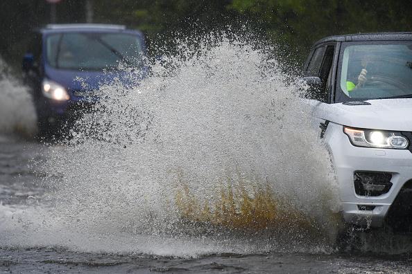 Torrential Rain「Before Britain Basks Scotland Experiences Torrential Rains」:写真・画像(3)[壁紙.com]
