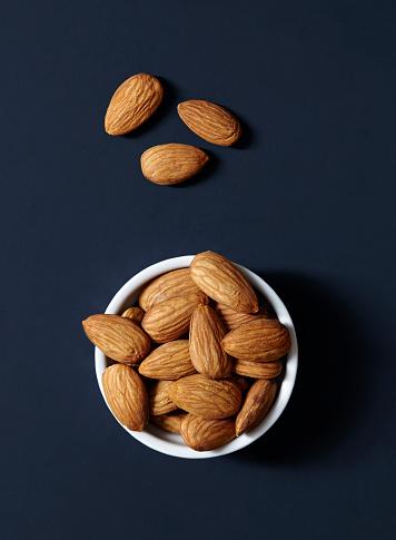 Nut - Food「Stack of almonds in ramekin」:スマホ壁紙(18)