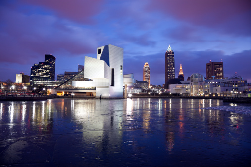 Rock Music「USA, Ohio, Rock and Roll Hall of Fame and Museum across frozen lake at dusk」:スマホ壁紙(9)