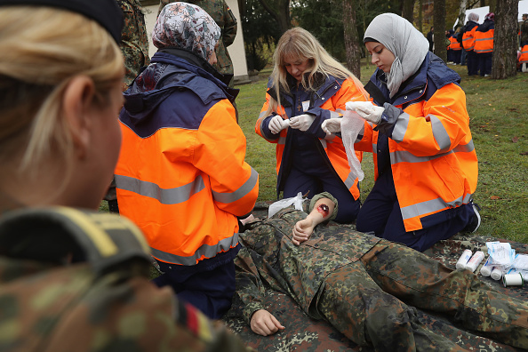 Government Building「Bundeswehr Trains Syrian Women In First Aid」:写真・画像(12)[壁紙.com]