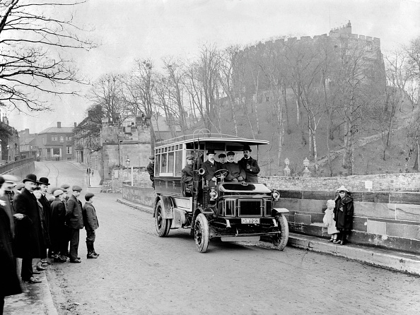 1900「1905 Wolseley 20Hp 2 Ton Bus. Creator: Unknown.」:写真・画像(1)[壁紙.com]