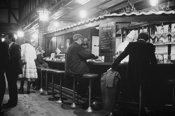 Bar Counter「Dirty Dicks」:写真・画像(2)[壁紙.com]
