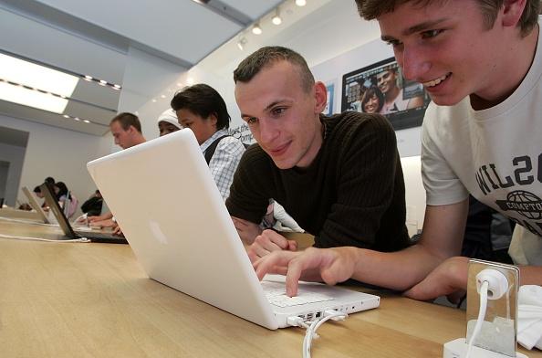 Note Pad「Mac Sales Raise Apple Quarterly Earnings 48 Percent」:写真・画像(13)[壁紙.com]