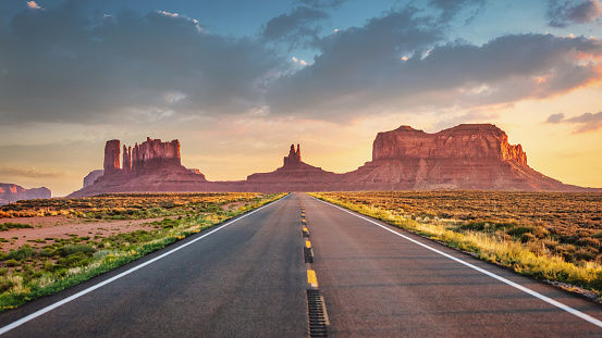 Roadside「Endless Highway Monument Valley Panorama Route 163 Arizona Utah USA」:スマホ壁紙(19)