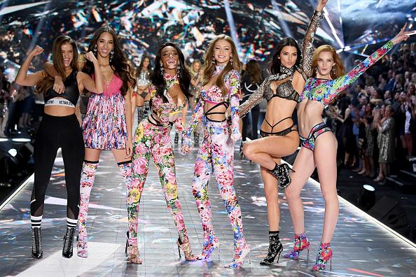 Victoria's Secret Fashion Show「2018 Victoria's Secret Fashion Show in New York - Runway」:写真・画像(3)[壁紙.com]