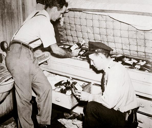 Hiding「Enforcing Prohibition Norfolk Virginia USA 1920s」:写真・画像(8)[壁紙.com]