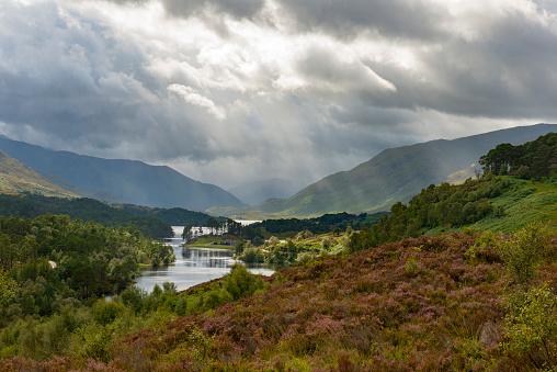 Scottish Highlands「UK, Scotland, Scottish Highlands, Glen Affric, dramatic over Loch Affric」:スマホ壁紙(17)