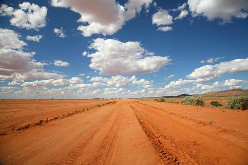 Dirt Road「Long orange outback road under a blue sky」:スマホ壁紙(10)