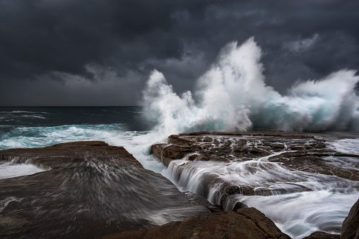 Rocky Coastline「Australia, New South Wales, Clovelly, Shark point in the evening」:スマホ壁紙(10)