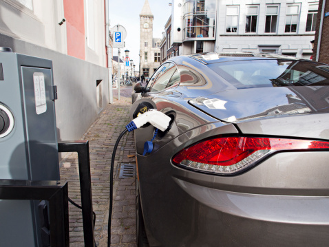 Refueling「Electric car at recharging station」:スマホ壁紙(4)