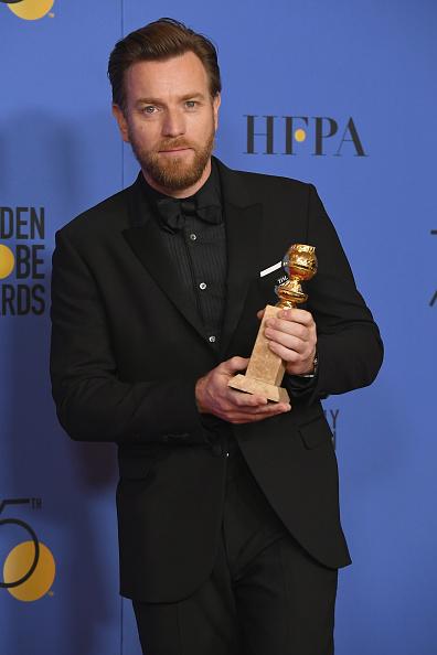 Golden Globe Award trophy「75th Annual Golden Globe Awards - Press Room」:写真・画像(17)[壁紙.com]