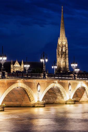 Nouvelle-Aquitaine「France, Nouvelle-Aquitaine, Bordeaux, Basilica of St. Michael and Pierre Bridge」:スマホ壁紙(19)
