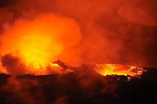 Volcano Islands「River of molten lava flowing to the sea, Kilauea Volcano, Big Island, Hawaii Islands, USA」:スマホ壁紙(6)