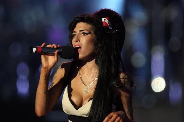 Amy Winehouse「46664 Concert: In Celebration Of Nelson Mandela's Life - Performance」:写真・画像(2)[壁紙.com]