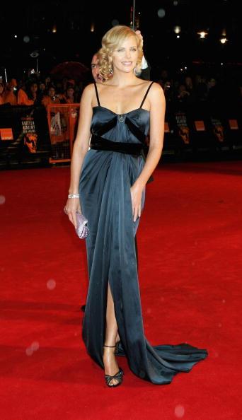 Strap「Arrivals At The Orange British Academy Film Awards」:写真・画像(9)[壁紙.com]