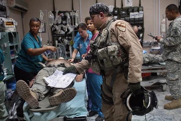 John Moore「U.S. Combat Hospital In Green Zone Treats War Wounded」:写真・画像(2)[壁紙.com]