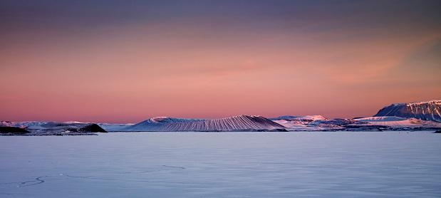 Volcano「Winter, Mt. Hverfjall and Lake Myvatn, Northern Iceland」:スマホ壁紙(0)