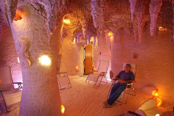 Scott Olson「Man Made Salt Caves Offer Traditional Eastern European Salt Therapy」:写真・画像(2)[壁紙.com]