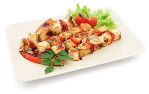 Chicken Meat「Four grilled chicken kabobs with salad on plate - isolated」:スマホ壁紙(12)