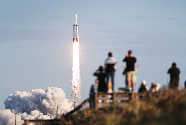 Taking Off - Activity「SpaceX Falcon Heavy Rocket Launches Communications Satellite」:写真・画像(0)[壁紙.com]