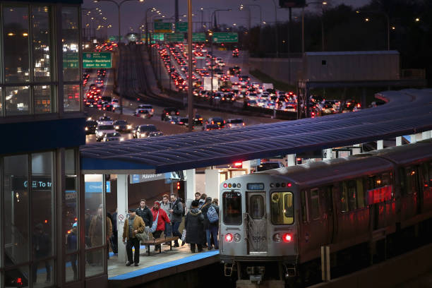 Commuter「Holiday Travel Ahead Of Thanksgiving Clogs Airports And Highways」:写真・画像(10)[壁紙.com]