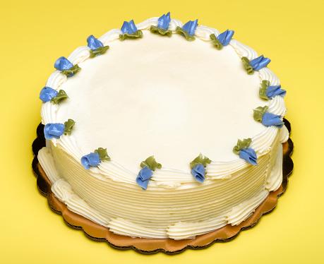 Icing「Blue decorative flowers on birthday cake」:スマホ壁紙(15)