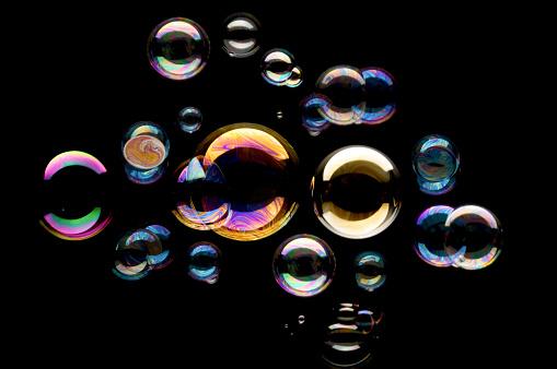 Sphere「Bubbles against black background 」:スマホ壁紙(13)