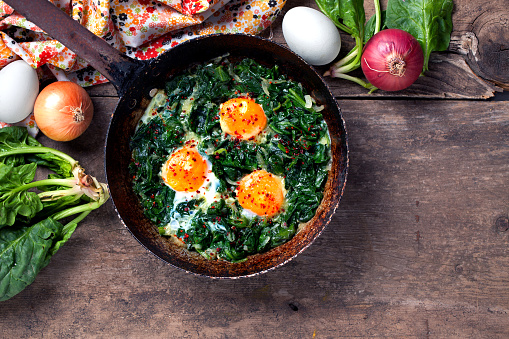 Recipe「Braised spinach and eggs in an old frying pan」:スマホ壁紙(0)