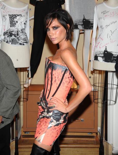 Giles「Bergdorf Goodman Celebrates Fashion's Night Out」:写真・画像(18)[壁紙.com]