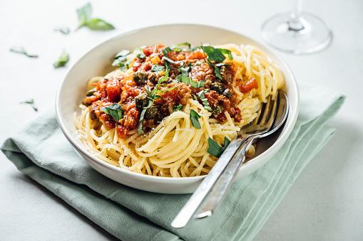 Tomato Sauce「Spaghetti with tomato caper sauce, basil and parmesan」:スマホ壁紙(19)