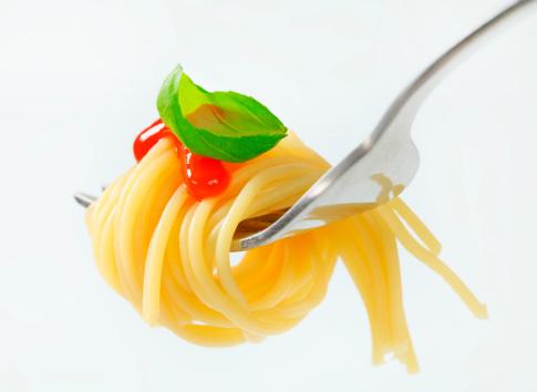 Spaghetti「spaghetti with sauce rolled on a fork」:スマホ壁紙(8)