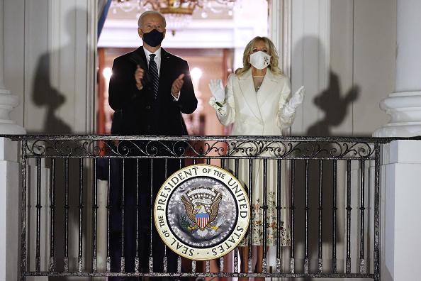 花火「Joe Biden Marks His Inauguration With Full Day Of Events」:写真・画像(16)[壁紙.com]