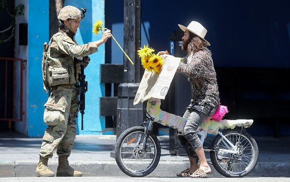 平穏「National Guard Called In As Protests And Unrest Erupt Across Los Angeles Causing Widespread Damage」:写真・画像(12)[壁紙.com]