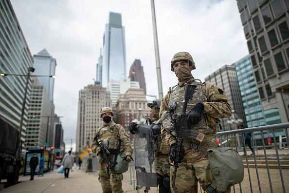Philadelphia - Pennsylvania「National Guard Patrols In Philadelphia After Police Killing Of Walter Wallace, Jr. Sparks Nightly Protests」:写真・画像(17)[壁紙.com]
