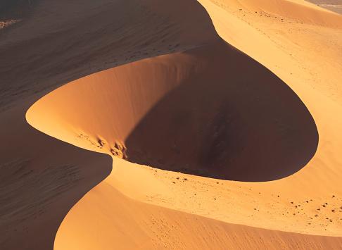 Dry「The Namib Desert from the air, Sossusvlei, Namibia, Africa」:スマホ壁紙(7)