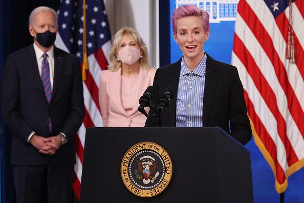 Women's Soccer「President Biden Holds White House Event To Mark Equal Pay Day」:写真・画像(14)[壁紙.com]