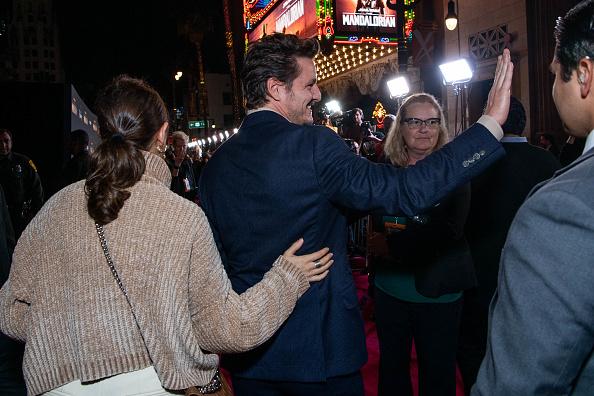 "The Mandalorian - TV Show「Premiere Of Disney+'s ""The Mandalorian"" - Red Carpet」:写真・画像(14)[壁紙.com]"